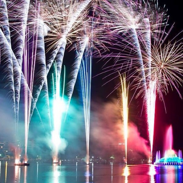 4-Best-of-Summer-Lake-Eola-fireworks